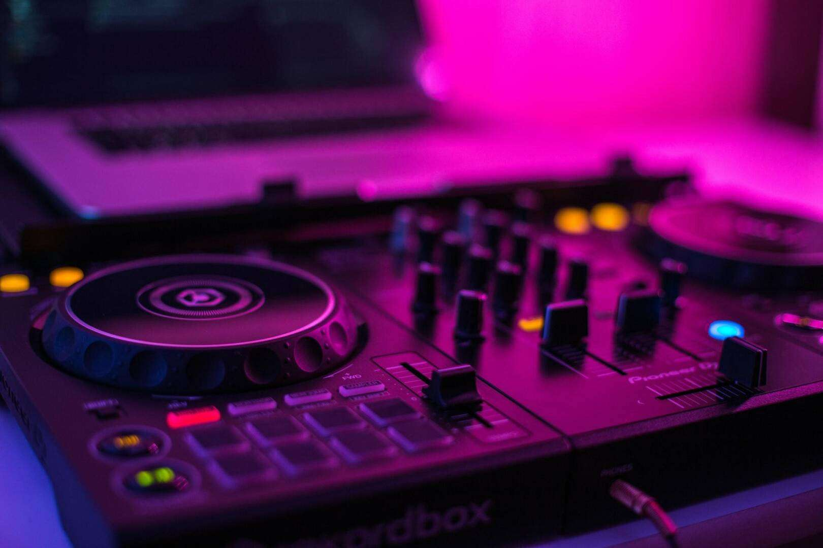 Best Budget DJ Controllers (Under $400)